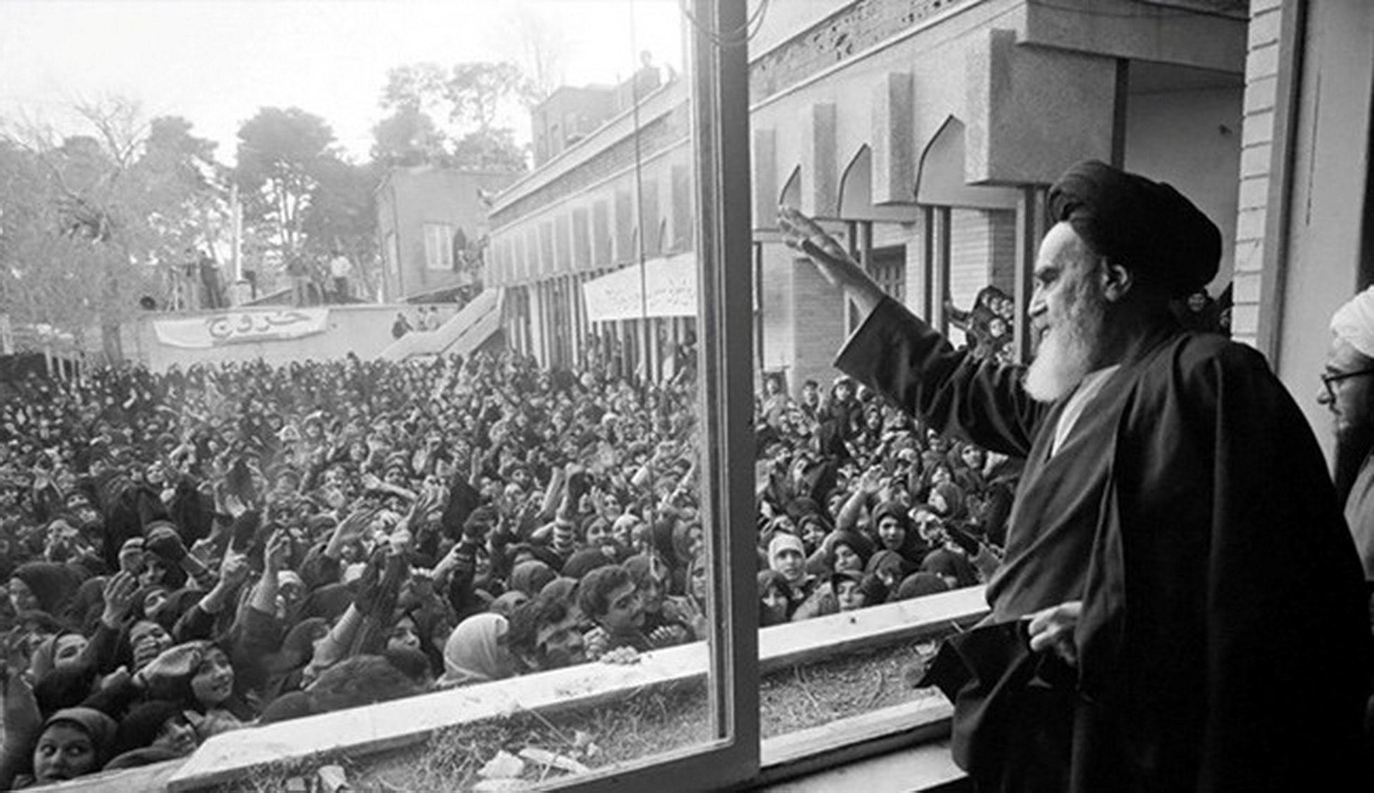 the iranian revolution and islamic movements Essentially, this differentiates them from the green movement in 2009, and the iranian revolution in 1979 both of these past movements were de facto socio-political movements with economic components, rather than vice versa.
